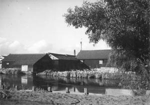最盛期には40余軒の醸造蔵が栗ノ木川周辺に軒を並べました